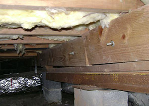 sagging crawl space with wooden shimming a Kingman crawl space